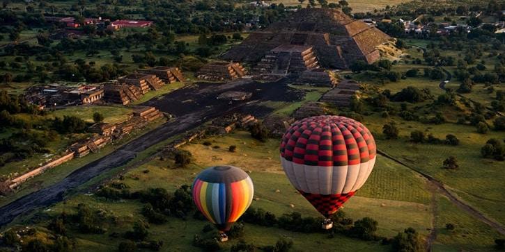 Mongolfiere sopra Teotihuacan